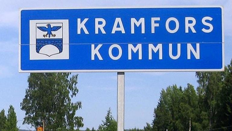"""Vägskylt med texten """"Kramfors kommun"""". Foto: Ulla Öhman/Sveriges Radio"""
