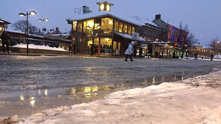 Glashalt efter regn vid Navet i Sundsvall