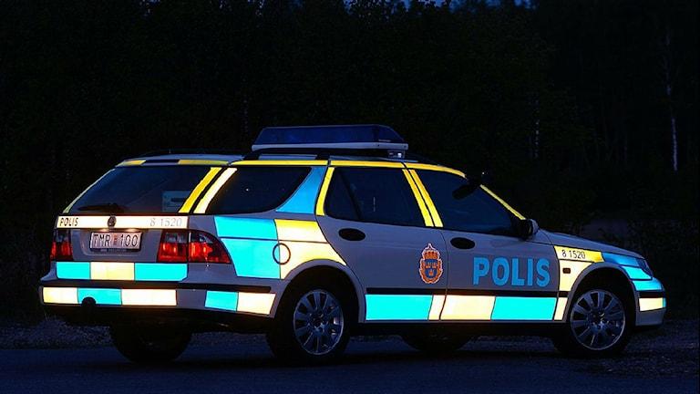 En polisbil i mörker. Foto: Mats Jonholt, polisen / Scanpix