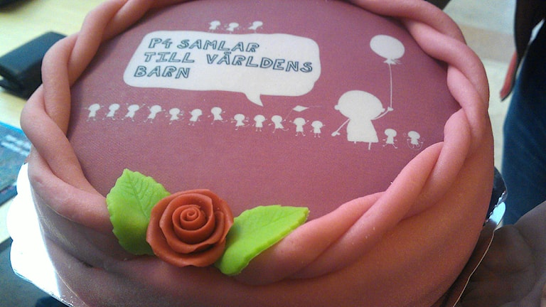 Världens barn-tårta i insamlingen 2013. Foto: A Carlsson/SR