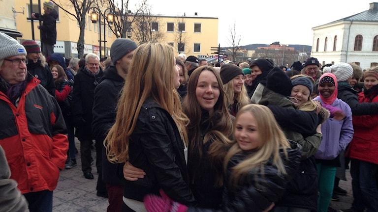 Det är en tradition att ha kramkalas i samband med 5i12-manifestationen. Foto: Ulla Öhman/SR