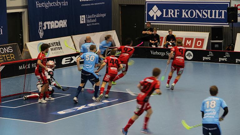 Granlo BK spelar mot Warberg i Superligan i innebandy. Foto: Per Söderhjelm/SR