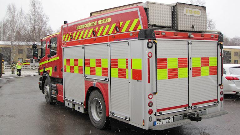 Räddningstjänsten på plats vid misstänkt brand på Alnö. Foto: AC Carlsson/SR