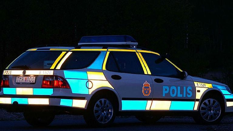 Polisbil i mörker