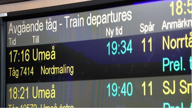 Ett blixtnedslag orsakade långa väntetider för Norrtågs passagerare. Foto: Viktor Åsberg/Sveriges Radio.