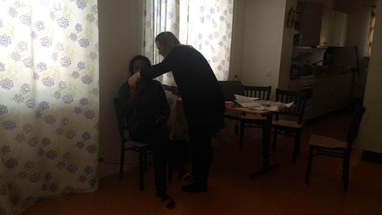 När Racheal Lugard är i Kramfors har hon vänner omkring sig som försöker hjälpa henne i sorgen över sonen och oron över utvisningen. Foto Ulla Öhman