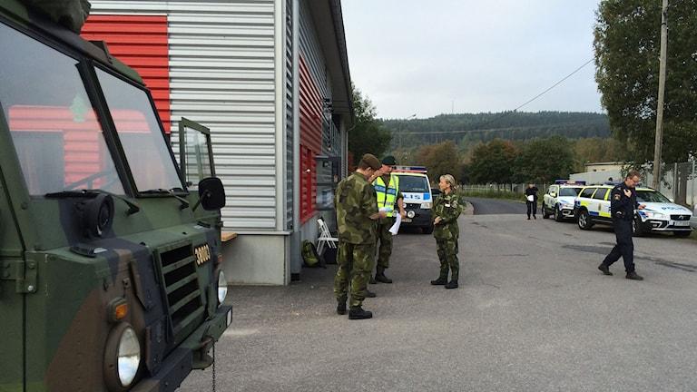 Hemvärnet och polisen söker efter en försvunnen kvinna i Sundsvallsområdet. Foto: TullaMaja Fogelberg/SR