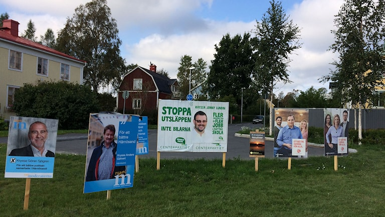 Valplakat från bland andra Moderaterna, Centern och Socialdemokraterna. Foto: Ulla Öhman/SR