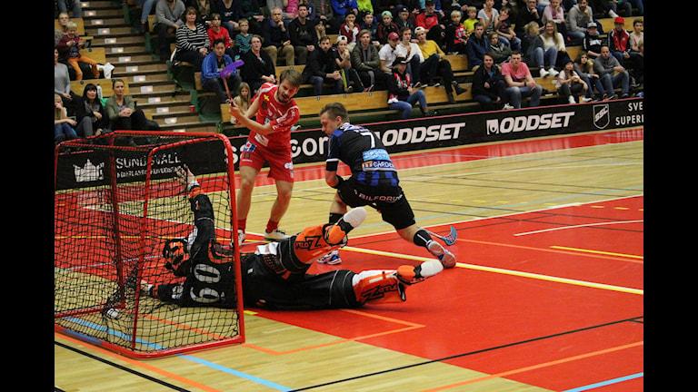 Patrik Fransson gör 3-3 för Granlo BK