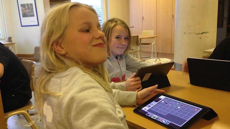 Emma och Jonna på IT-fritids