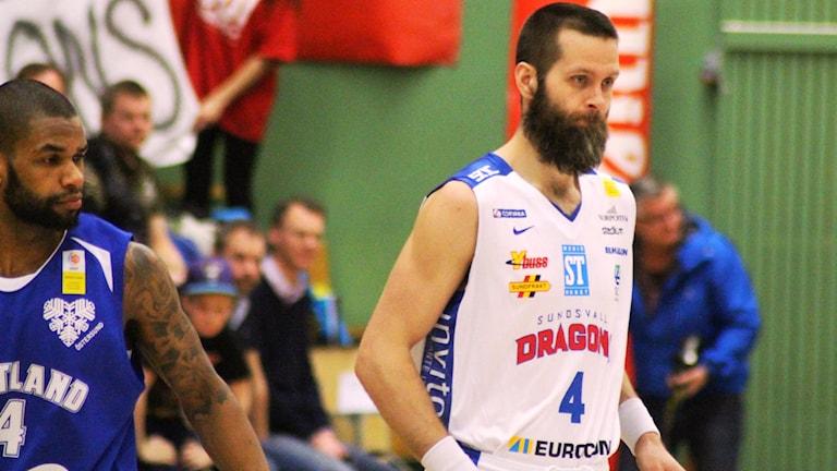 Hlynur Baeringssons Sundsvall vann till sist över Umeå Basket med 98-93. Foto: Carl-Johan Höiby