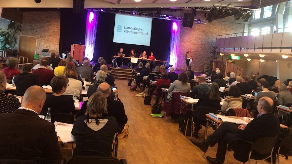 Landstingsfullmäktige inledde sitt novembermöte med att vidhålla att ledande politiker ska få reseersättning av landstinget för att åka till sina kontor i Härnösand. Foto Ulla Öhman