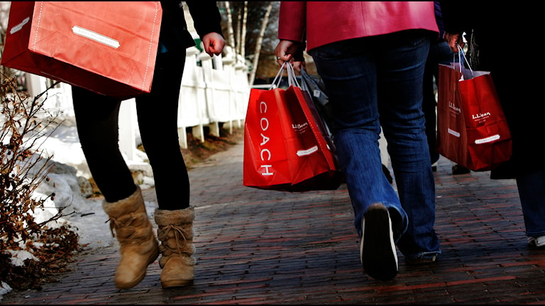 Retailers in the US put their hopes in Black Friday. Now it has caught on in Sweden as well. Photo: Pat Wellenbach/AP/TT