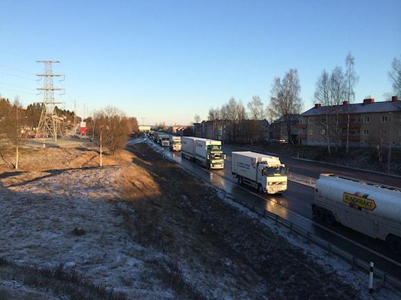 Lastbilsmanifestation i Timrå. Foto: Sveriges Radio