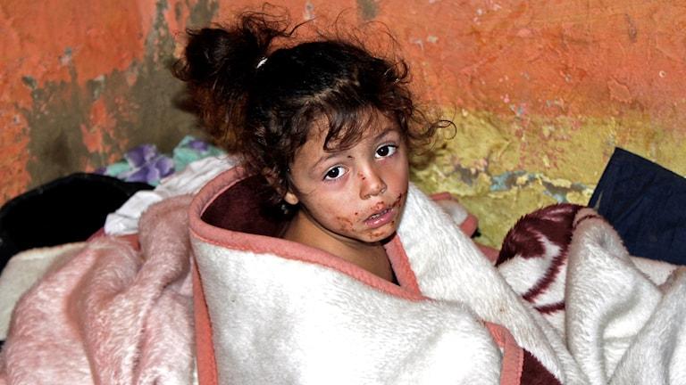 En flicka i en by i Rumänien.