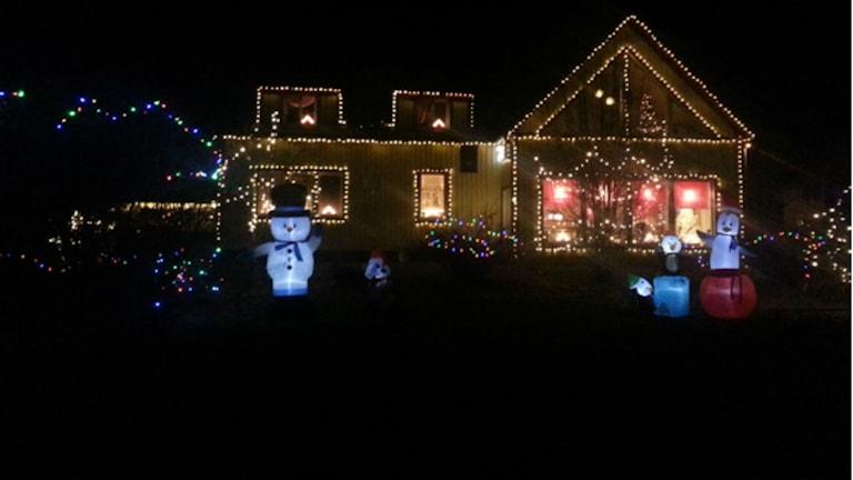 Boorks julpyntade hus.