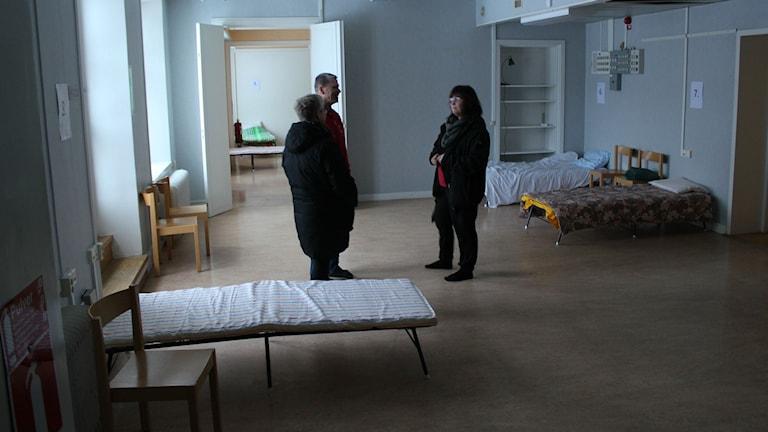 Tio sängplatser finns i det nya härbärget. Fler migranter väntas komma till Örnsköldsvik i framtiden. Foto: Viktor Åsberg/SR.