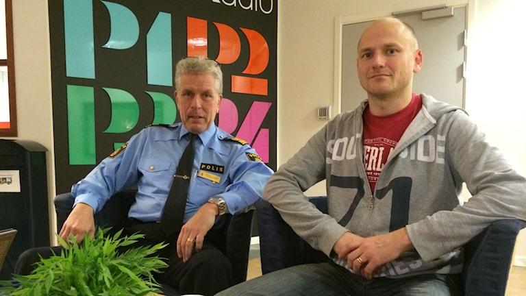 Stefan Liljenberg som är ny polisområdeschef i Västernorrland och Johan Dyrander som är vice ordförande i Polisförbundet i Sundsvall. Foto: TullaMaja Fogelberg/Sveriges Radio