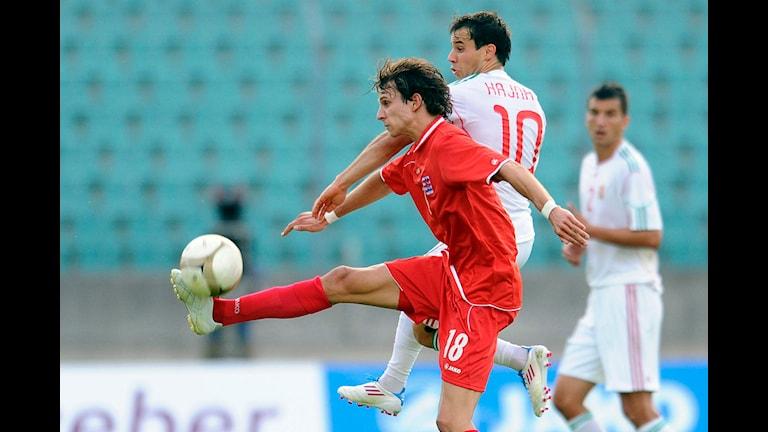 Lars Gerson i en match med Luxemburg. Foto: Geert Van Den Wijngaert/TT Nyhetsbyrån
