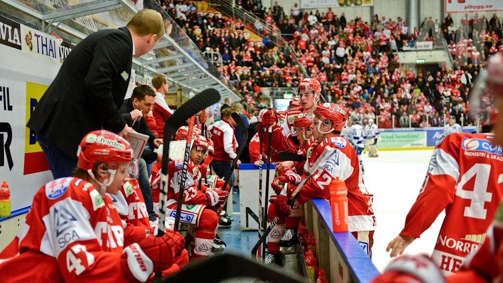Timrå IK tar timeout under en match i Eon Arena. Foto: Robin Nordlund/TT
