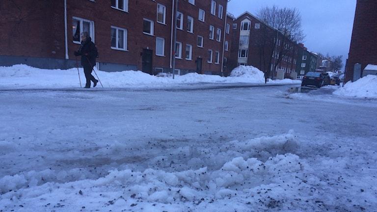 Die extreme Winterglätte in dieser Woche stellte hohe Anforderungen an Streudienste und Fußgänger Foto Ulla Öhman