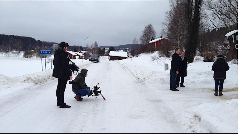 Filmteamet från Leopard Films vid inspelningen av paret Hogabooms. Foto: Niklas Axelsson/Sveriges Radio