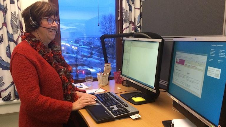 Ann-Christine Gagner Sjöberg jobbar på 1177 Vårdguiden i Västernorrland. Foto: Annelie Ledin