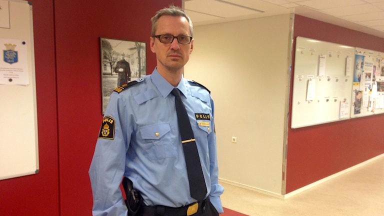 Henrik Blusi, polis. Foto: Lotte Nord/SR