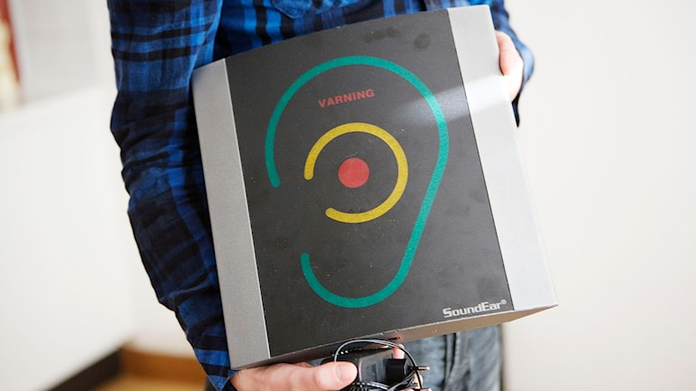 En man med en ljudnivåmätare sk bulleröra. Foto:  Malin Grönborg/TT