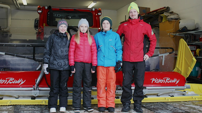 Juniorpanelen åker pistmaskin. Foto: Niklas Axelsson Sveriges Radio