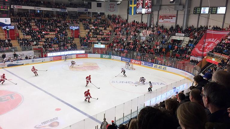 Timrå IK i offensiv zon mot Malmö. Foto: Joel Hammarström/SR