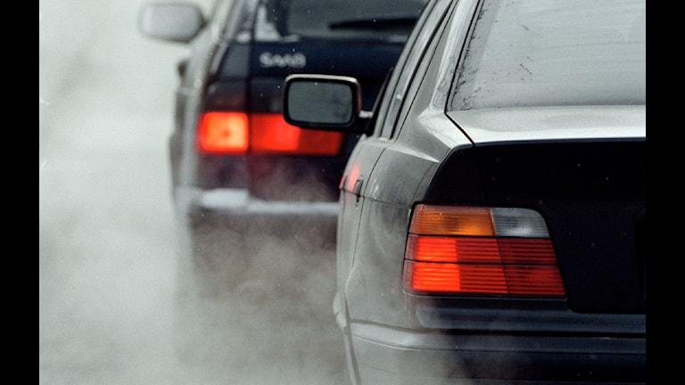 Avgaser från bilkö. Foto: Erik G Svensson/TT