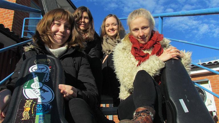 Molly Tuttle, Allison de Groot, Brittany Karlson och Lena Jonsson är The Goodbye Girls. Foto: Peter Hansson/SR