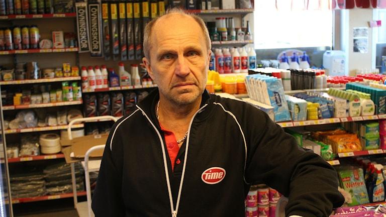 -- Vad blir nästa steg, undrar Roger Wedin efter rånet igår kväll. Foto: Viktor Åsberg/SR: