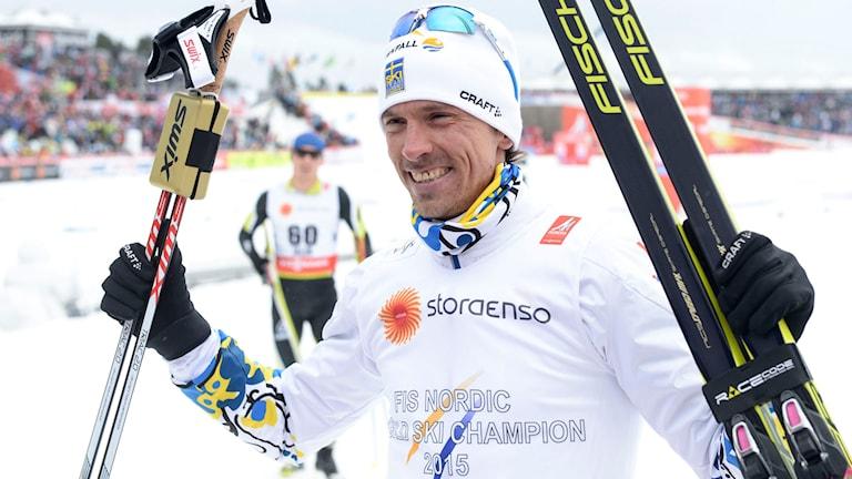 Johan Olsson efter målgång i herrarnas 15 km. Foto: Fredrik Sandberg/TT