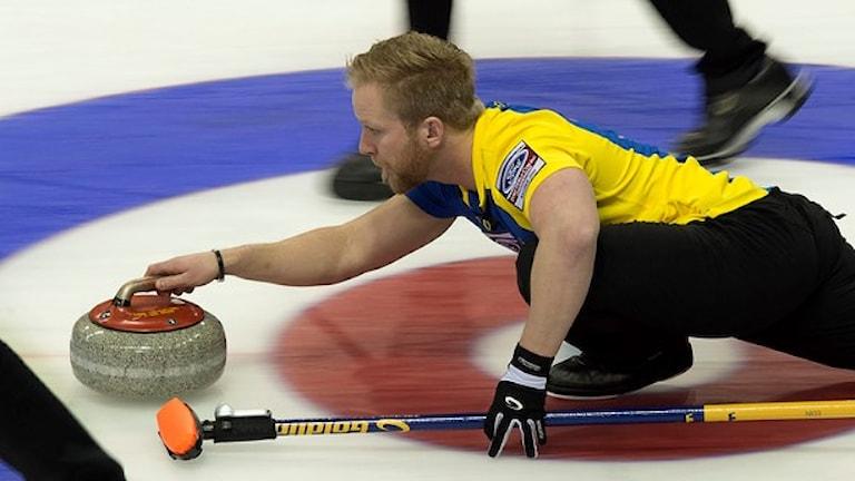 Skipper Niklas Edin förde Sverige till final när Kanada besegrades. Foto: Andrew Vaughan/TT.