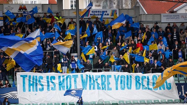 GIF Sundsvalls klack under matchen Gif Sundsvall - Djurgården. Foto: Therese Ny/TT