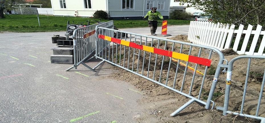 På Slutgatan i Sundsvall gräver man för fiber.