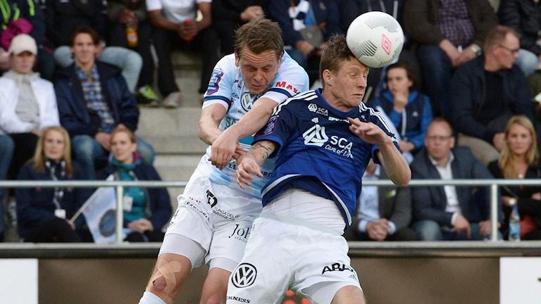 Giffarnas Johan Eklund i nickduell. Foto: Jonas Ekströmer/TT
