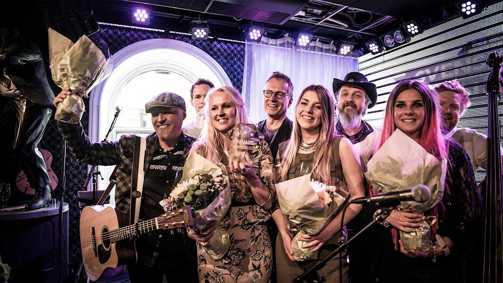 Alla artisterna samlade efter att den lokala finalen avslutats. Foto: Thea Holmqvist/SR