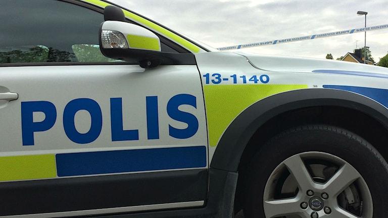 Polisbil utanför avspärrning. Foto: Anna Ahlström/SR