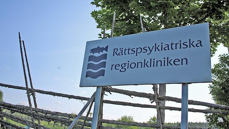 Exteriör av rättspsykiatriska kliniken i Sundsvall. Foto: Camilla Bengtsson/SR