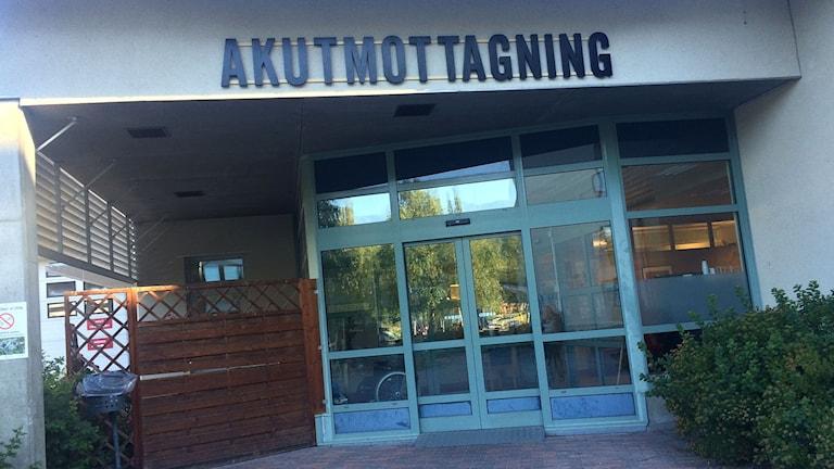 Ingången till akutmottagningen vid Sollefteå sjukhus. Foto: Ulla Öhman/SR