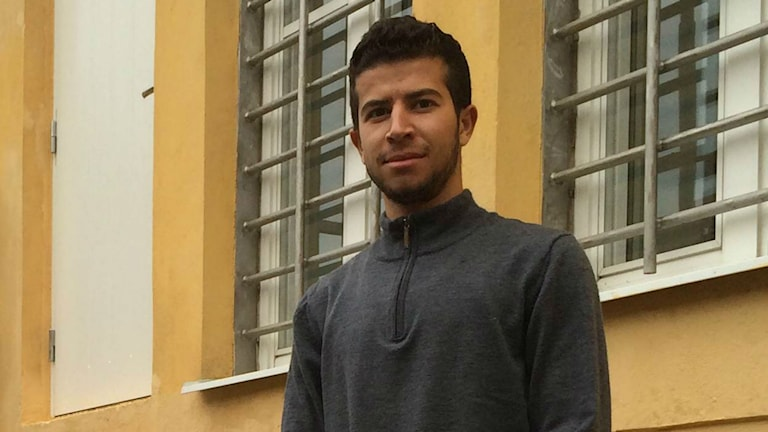Sahdi Al-Shibli flukting från Syrien utanför förläggninen i Härnösand foto: Gunilla Lindros