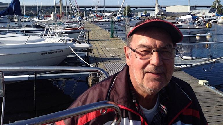 Lasse Lundberg i småbåtshamnen i Sundsvall. Foto: Christer Suneson.