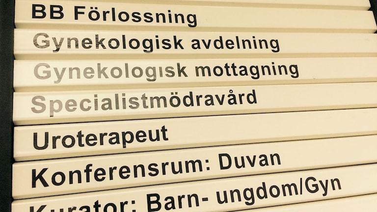 Skylt till BB och förlossning på sjukhuset i Örnsköldsvik. Foto: Lennart Sundwall/SR
