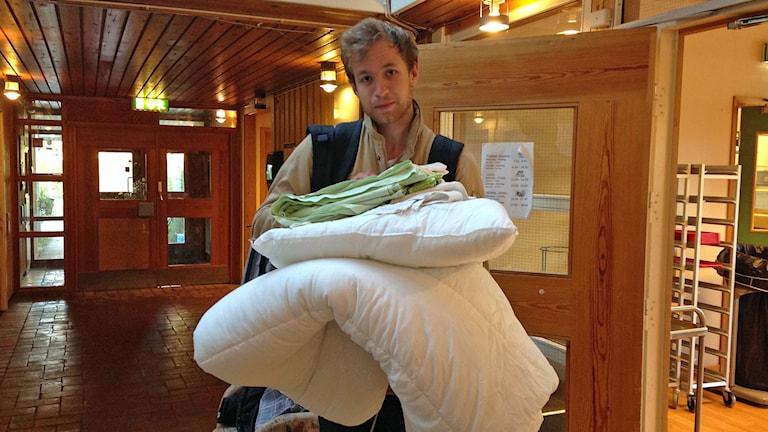 Reporter Viktor Åsberg flyttar in på asylboende i Helgum utanför Sollefteå. Foto: Sveriges Radio