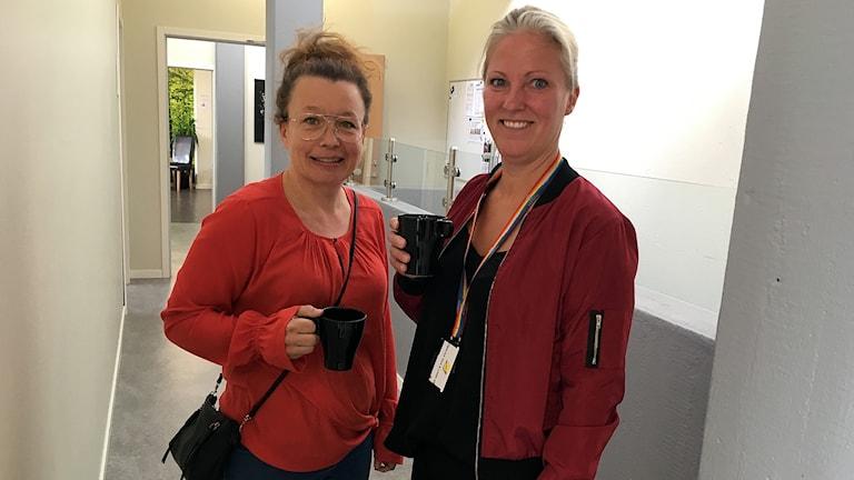 Lärarna Susanne Jonsson och Jenny Berglund Hellbergsskolan.