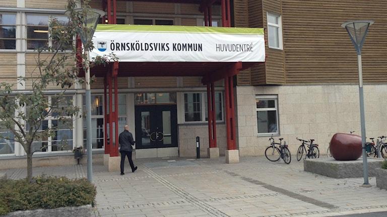 Entrén till Örnsköldsviks kommunhus Kronan. Foto: Peter Hansson/Sveriges Radio