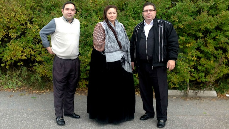 Tino Grönfors, Maarit Grönfors och Dimitri Lindeman är romer i Sundvall. Foto: Ulla Öhman/SR